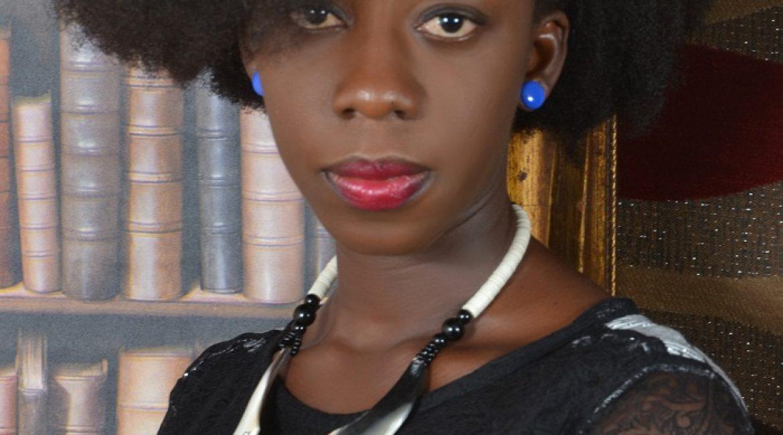 Flora Adji, une Alysma qui combine une carrière dans la littérature et dans l'humanitaire